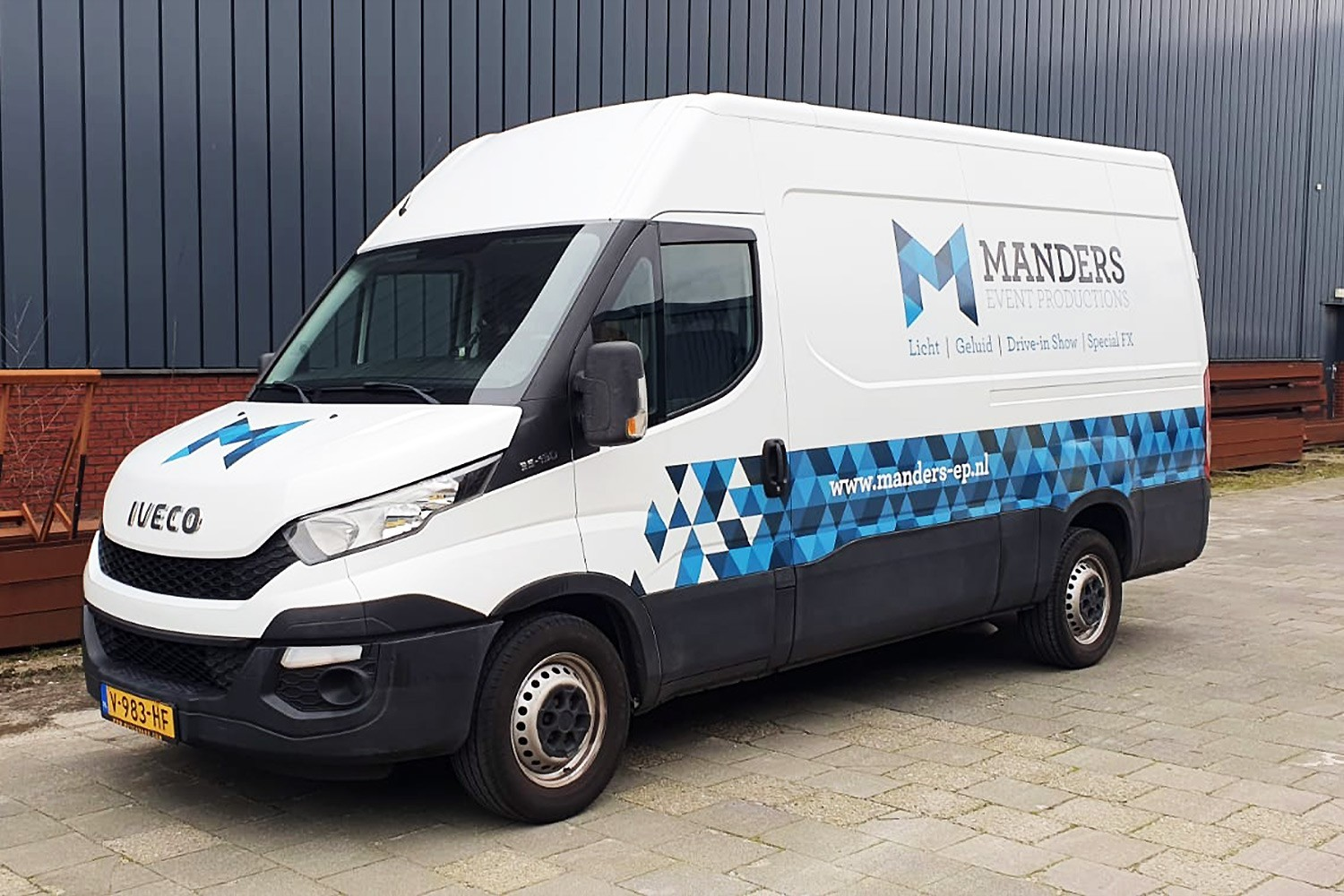 Manders Event Productions – Busbelettering