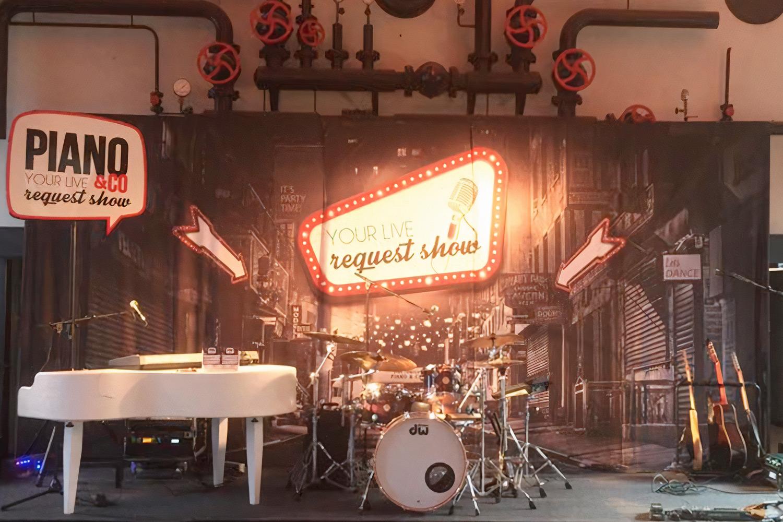 Piano & Co – Backdrop